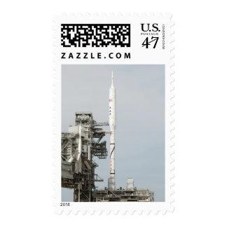 El cohete de Ares IX se ve en la plataforma de Estampillas