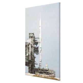 El cohete de Ares IX se ve en la plataforma de Lona Estirada Galerias