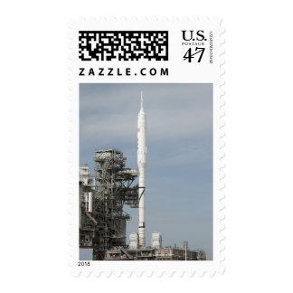 El cohete de Ares IX se ve en la plataforma de Timbre Postal