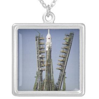 El cohete de Soyuz se erige en la posición 4 Colgante Cuadrado