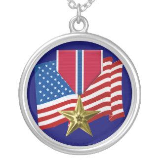 El collar de la medalla de estrella de bronce