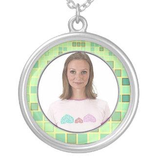El collar del marco de la verde lima del mosaico