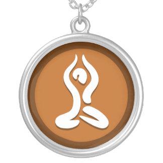 """El collar II de la yoga """"presenta"""""""
