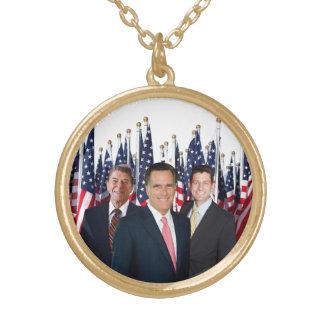 El collar patriótico de Romney Ryan honra a Reagan