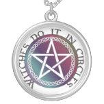"""El collar redondo """"brujas lo hace en círculos """""""