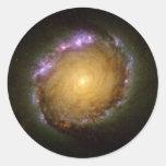El color vivo de la galaxia espiral pegatina redonda