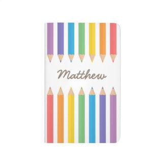 El colorante colorido del arco iris dibujó a lápiz cuaderno