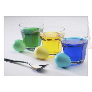 El colorante Eggs la tarjeta