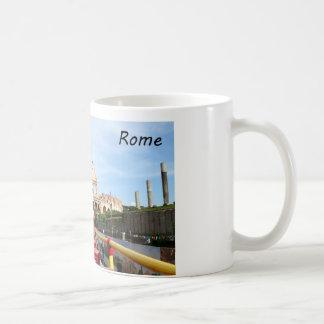 El Colosseum en Roma Taza Clásica