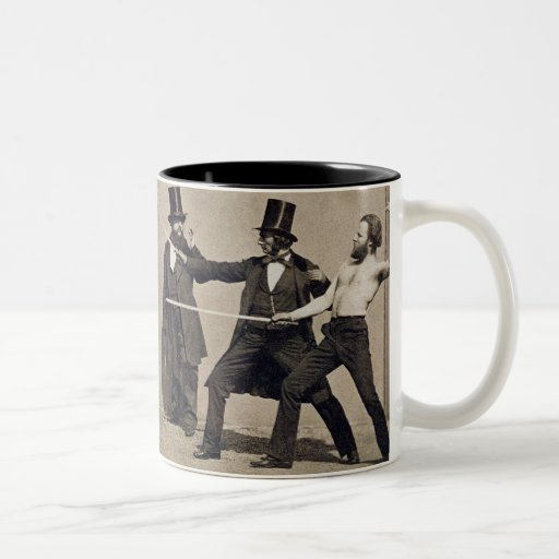 El combatir en duelo (foto) taza de dos tonos