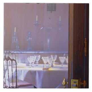 El comedor privado con el cristal negro azulejo cuadrado grande