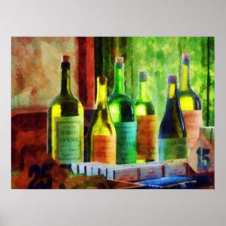 El COMENZAR DEBAJO de 20 - botellas de vino cerca Posters