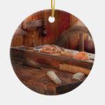 El comercio - carpintero - la tabla consideró ornamentos de navidad