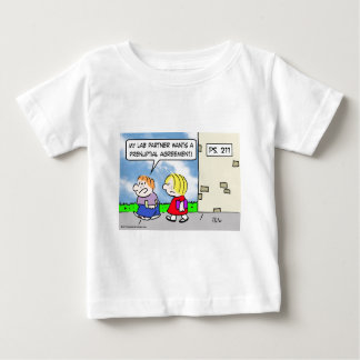 El compañero del niño quiere el acuerdo prenuptial tshirts