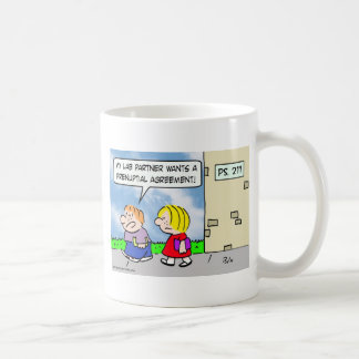 El compañero del niño quiere el acuerdo prenuptial tazas de café