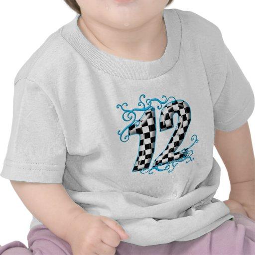 El competir con auto azul número 12 camiseta