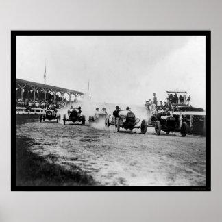 El competir con auto cerca de Washington, DC 1922 Poster