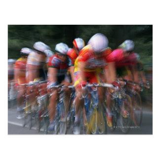 El competir con de la bicicleta del camino postales