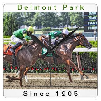 El competir con del campeonato de Belmont Park Reloj De Pared