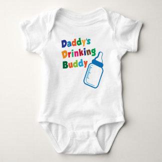 El compinche de consumición del papá t-shirts
