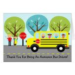 El conductor del autobús escolar le agradece tarjeta de felicitación