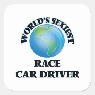 El conductor del coche de carreras más atractivo calcomania cuadrada personalizada