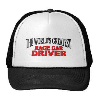 El conductor del coche de carreras más grande del gorro de camionero