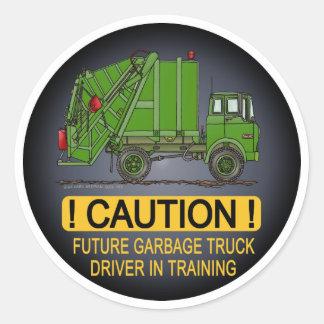 El conductor futuro del verde del camión de basura pegatina redonda