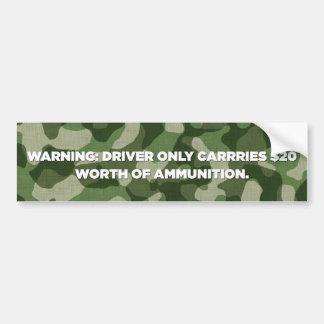 El conductor lleva solamente el valor $20 de la mu etiqueta de parachoque