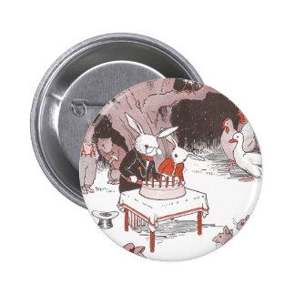 El conejito corta la torta de cumpleaños pins