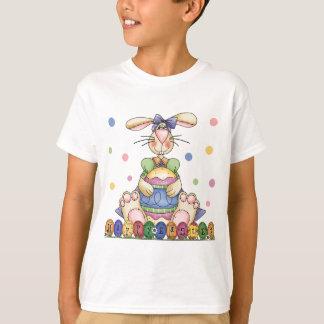 El conejito de pascua feliz embroma la camiseta