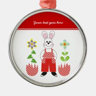 El conejito de pascua roto eggs el ornamento del adorno navideño redondo de metal