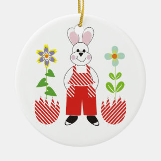 El conejito de pascua roto eggs el personalizado adorno navideño redondo de cerámica