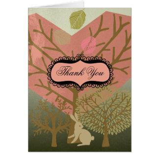 El conejito en bosque mágico le agradece las tarje felicitación