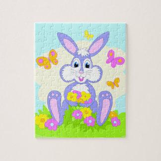 El conejito feliz florece mariposas