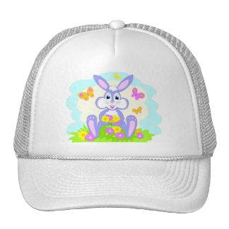 El conejito feliz florece mariposas gorras de camionero