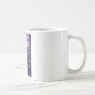 El conejito salta adentro al cielo sube para taza de café