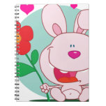 El conejito sostiene la flor libro de apuntes