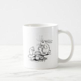 El conejito y el ratón comen los Veggies Tazas De Café