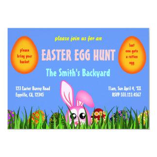 """El conejito y los huevos lindos de pascua en caza invitación 5"""" x 7"""""""