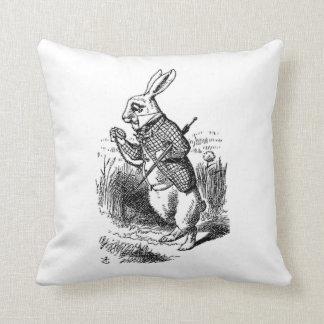 El conejo blanco cojín decorativo