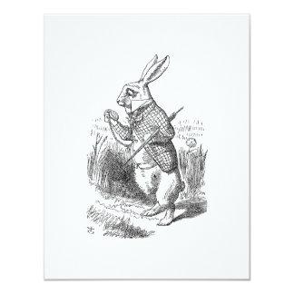 El conejo blanco comprueba su reloj invitación 10,8 x 13,9 cm