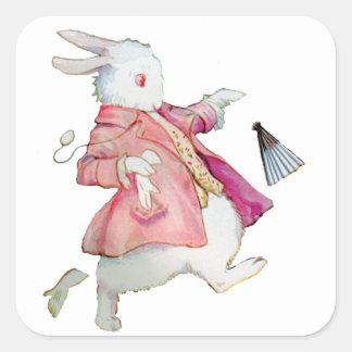 El conejo blanco corre lejos pegatina cuadrada