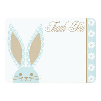 El conejo de conejito azul le agradece cardar anuncio
