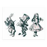 El conejo, el sombrerero y Alicia del país de las  Postal