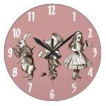 El conejo, el sombrerero y reloj de pared de Alici
