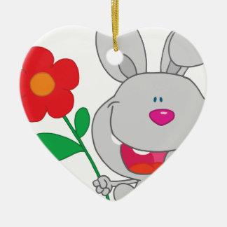 El conejo feliz celebra la sonrisa de la flor ornamento de navidad