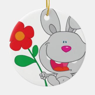 El conejo feliz celebra la sonrisa de la flor ornamentos de reyes magos