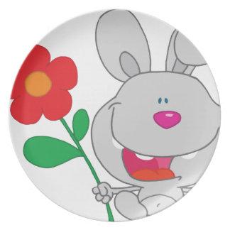 El conejo feliz celebra la sonrisa de la flor platos para fiestas