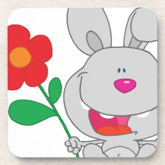 El conejo feliz celebra la sonrisa de la flor posavasos de bebida